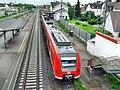 Oppenheimer Bahnhof- auf Fußgängerüberführung- Richtung Worms (RB 425 755-6) 21.5.2009.JPG