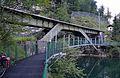 Ostuferweg Wanderweg, Hallstätter See & bridge of Salzkammergutbahn.jpg