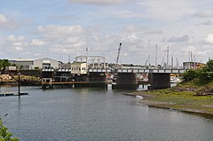 Oulton Broad Swingbridge.jpg