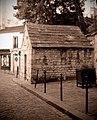 P1320867 Paris XX rue des Cascades regard St-Martin rwk.jpg