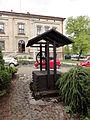 POL Jaworze Dolne studzienka przy kościele EA.JPG