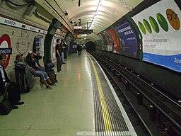 Paddington tube stn Bakerloo southbound look north