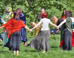 Une cérémonie à Avebury (Beltane 2005)