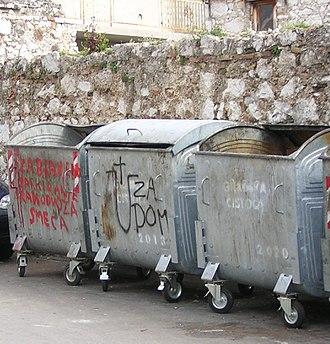 Za dom spremni - First part of the salute together with an Ustaša symbol (U) sprayed on a dumpster