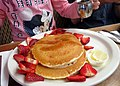 Pancakes with strawberries (13940233968).jpg