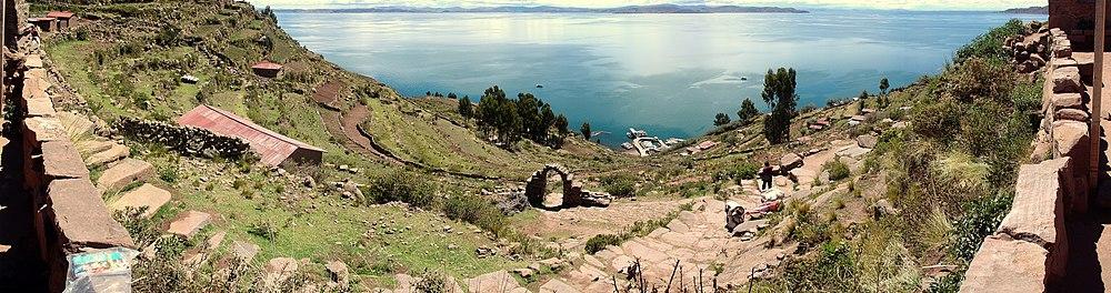 Panorama Lac Titicaca - Décembre 2006.jpg