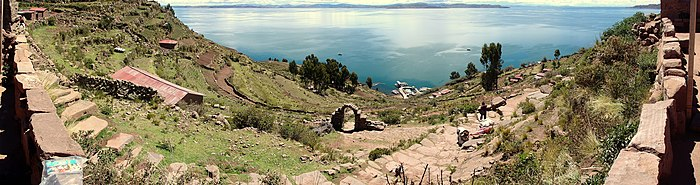 Panorama Lac Titicaca - Décembre 2006.jpg