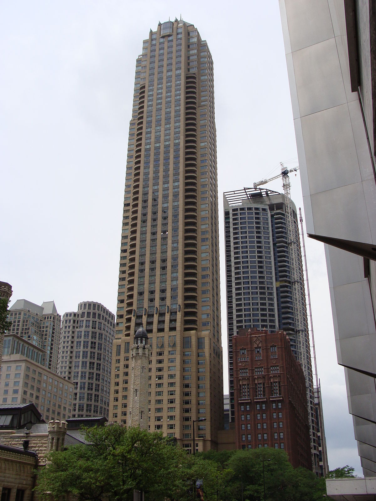 Hotels In Chicago >> Park Tower (Chicago) — Wikipédia