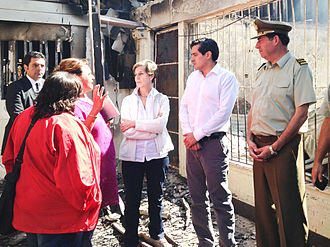 Great Fire of Valparaíso - Minister of the Interior Rodrigo Peñailillo and President of the Senate Isabel Allende Bussi visit Las Cañas hill, one of the most affected by the wildfire