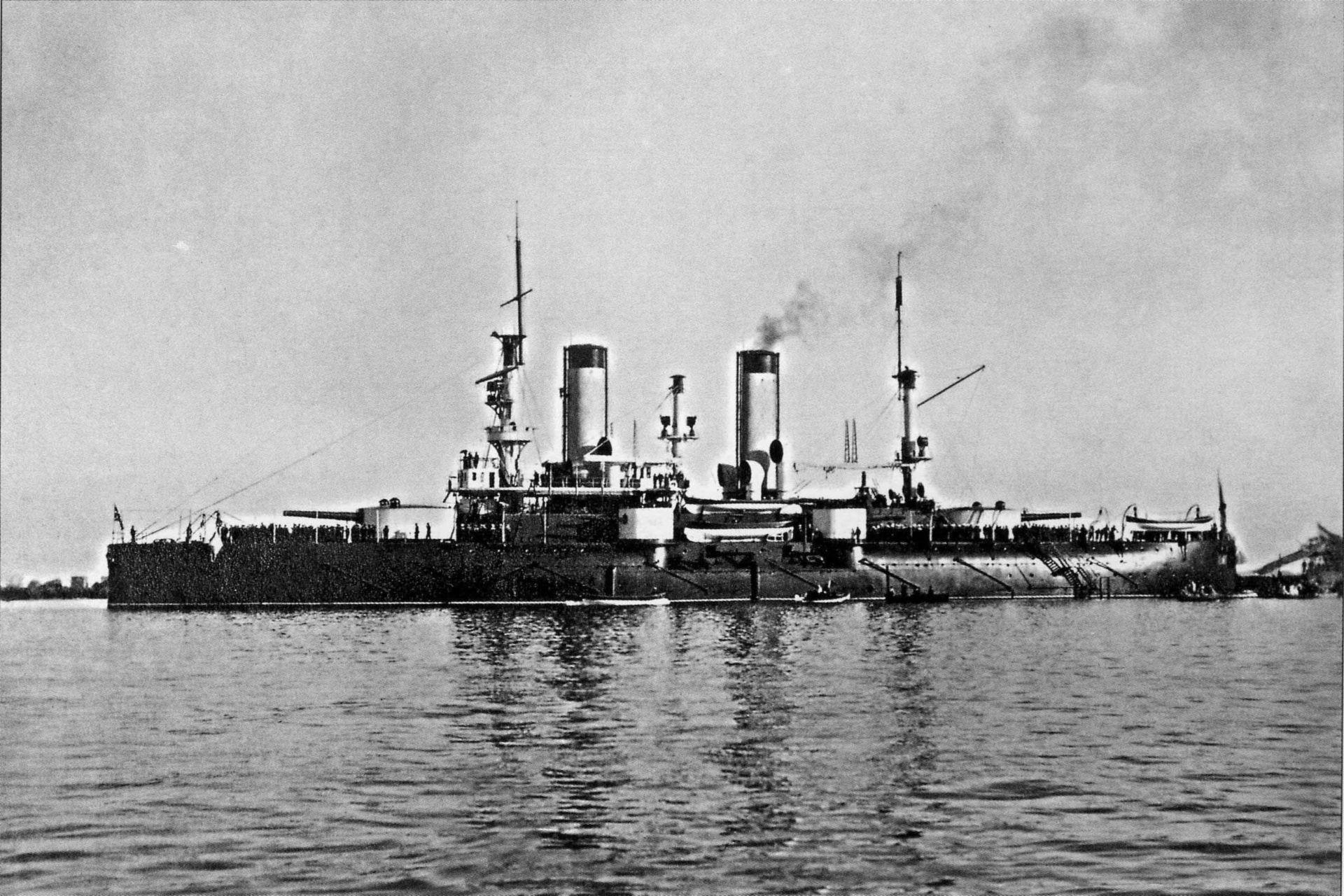 Эскадренный броненосец «Петропавловск» на Кронштадтском рейде, конец 1899 года.