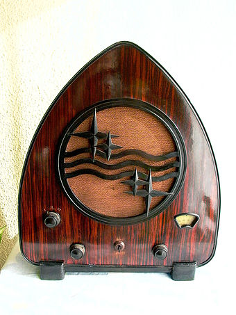 Philips 'Chapel' radio model 930A, 1931 Philips 930.jpg