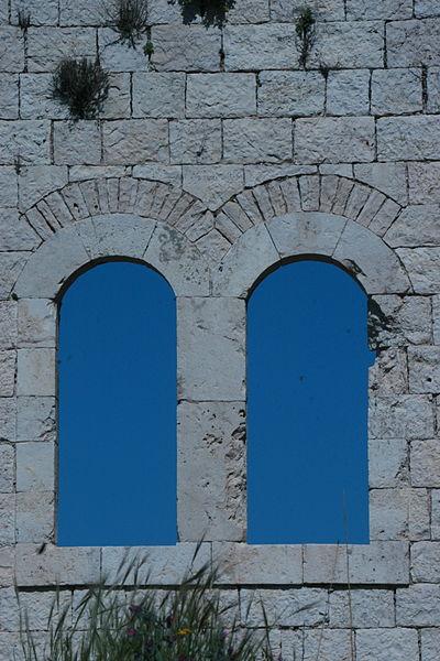 חלונות במגדל צדק