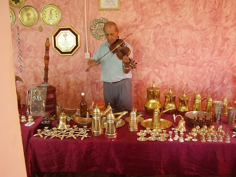 עבדאללה יוסוף, חרש נחושת ומנגן בכינור בעילבון