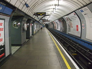 Pimlico tube station - Image: Pimlico station southbound look north