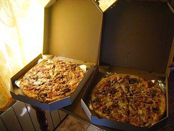 English: pizza) Polski: pizza