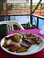 Platanos, arroz, y frijoles, Lago de Coatepeque, El Salvador.jpg