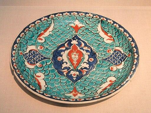 Plate, Iznik, Turkey, c. 1575 AD, stonepaste painted under glaze - Freer Gallery of Art - DSC05417