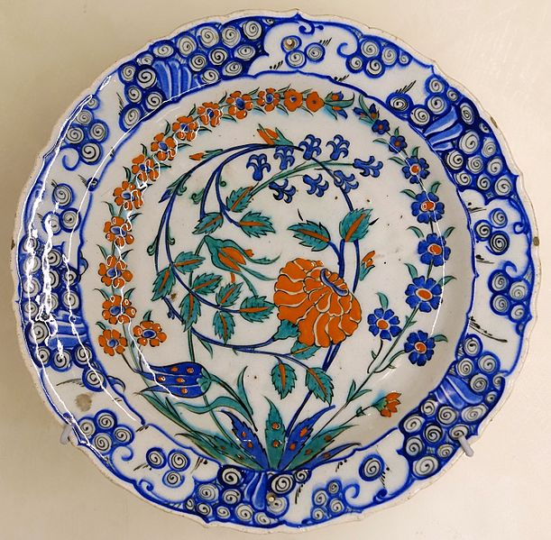 File:Plate with flowers, Iznik, Turkey, second half of the 16th century AD, glazed ceramic - Cinquantenaire Museum - Brussels, Belgium - DSC09085.jpg