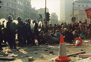 Poll Tax Riot 31st Mar 1990 Trafalger Square - Police Pinned down.jpg