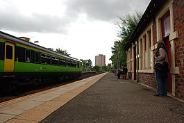 Pollokshaws West railway station in 2007.jpg