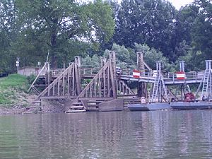 Csongrád - Pontoon bridge between Csongrád and Csépa.