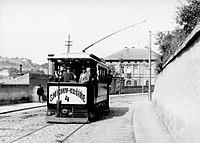 Praha, Hlaváčkova tramvaj u Klamovky.jpg