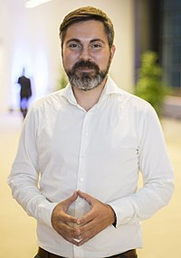 Pressefoto Fabio de Masi (cropped).jpg