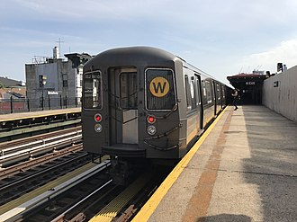 W (New York City Subway service) - A W train of R68As leaving Broadway