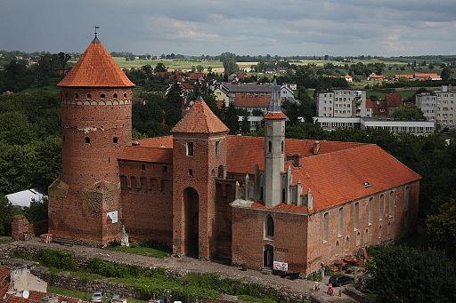 Reszel - Fara - widok z wieży na miasto, zamek i okolice 026