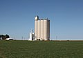 Rhea, Parmer County, Texas, grain elevator, 2010.jpg