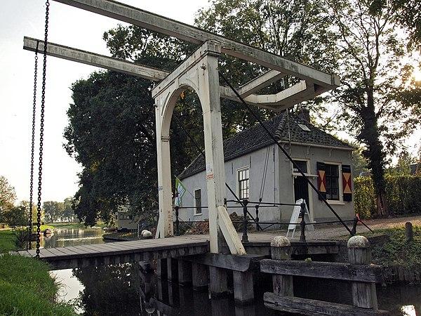 Rijksmonument 511840 Ophaalbrug Kasteel Loenersloot.JPG