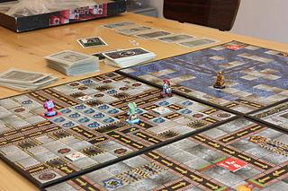 Spielplan mit Karten und selbstbemalten Figuren