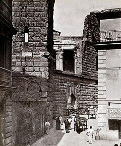 Muro della Suburra e Arco dei Pantani in una foto del 1880 ca