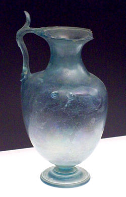 Roman glass hydria from Baelo Claudia (M.A.N. 1926-15-287) 01.jpg