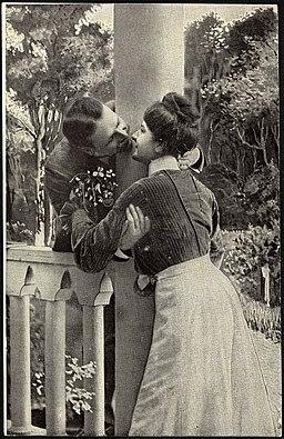 Romantisk par, ca. 1917 (12429335094)