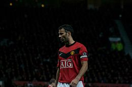 Ryan Giggs vs Everton 2009.jpg