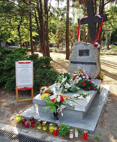 http://upload.wikimedia.org/wikipedia/commons/thumb/b/ba/Ryszard_Kuklinski_-_grave.jpg/494px-Ryszard_Kuklinski_-_grave.jpg