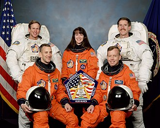STS-104 - Image: STS 104 crew