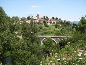 Saint-Arcons-d'Allier mit Brücke über die Schlucht des Allier
