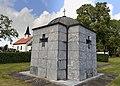 Sam Eyde 1866-1940 Mausoleum Gravsted Borre kirke (church) Horten (Oslofjorden Norway) Kirkegård gravlund (cemetery) Gravminner gravsteiner (headstones) Hekker trær etc 2021-07-08 IMG 8139.jpg