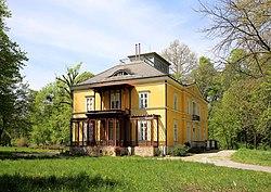 Schönau an der Triesting - Villa (Kirchengasse 11).JPG