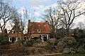 Schaarsbergen has a lot of nice houses. Here the neighbours of Elver care center at the Bakenbergseweg - panoramio.jpg