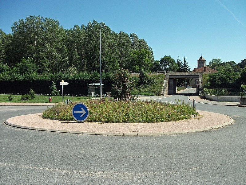 Roundabout in Seuillet [8864]