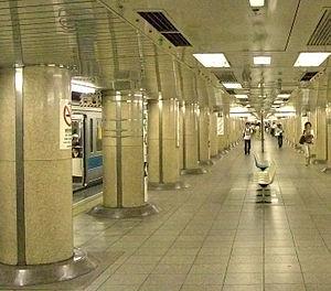Shin-Ochanomizu Station - Chiyoda Line platforms