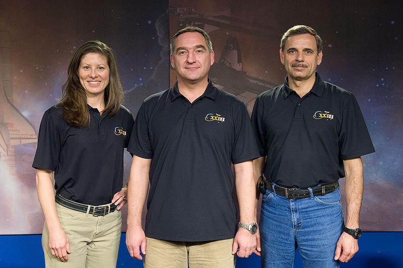 File:Soyuz TMA-18 crew.jpg