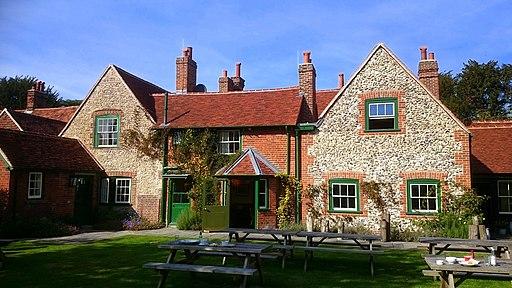 Stag & Huntsman pub garden, Hambleden-geograph-4796582-by-Mark-Percy