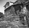 Stara razpadla hiša za seno (oder), zgoraj stara vrata z voltom (obokom), vrata z leseno osjo v podboju, Labor 1950 (2).jpg