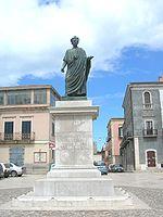 Statua di Orazio a Venosa