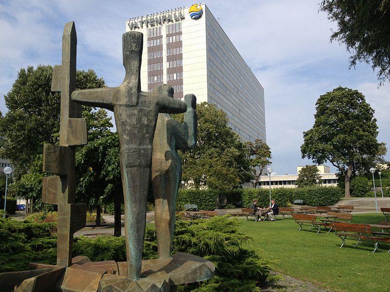 Staty utanför Vattenfalls kontor i Råcksta.JPG