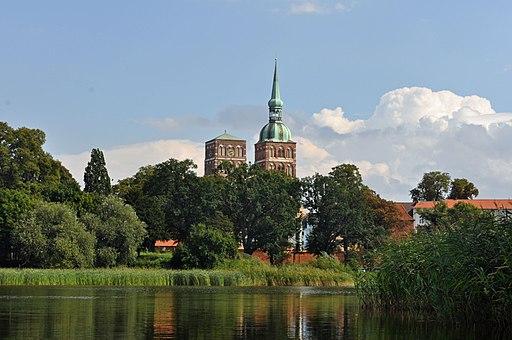 Stralsund, Knieperteich, St.-Nikolai-Kirche (2010-08-22), by Klugschnacker in Wikipedia